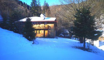 PREDAJ -  2  rekreačné chaty s krásnym pozemkom s rozlohou 7 549 m2 na Liptove /Vyšné Matejkovo