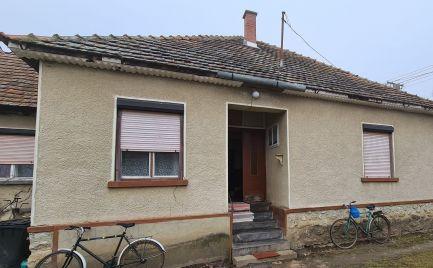 GEMINIBROKER v obci Komjáti Vám ponúka rodinný dom s krásnym pozemkom