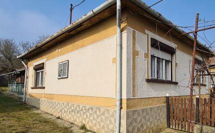 GEMINIBROKER ponúka v obci Martonyi pekný rodinný dom blízko vodnej nádrže Rakaca