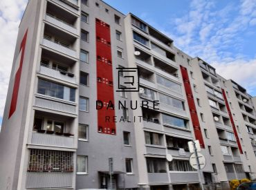 Predaj 3-izbový byt so zasklenou loggiou na Bieloruskej ulici v Bratislave – Podunajské Biskupice.