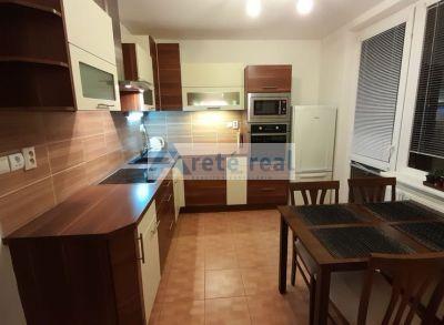 Areté real- Ponúkame Vám na prenájom priestranný 3 izbový byt Pezinok, ul. 1. mája