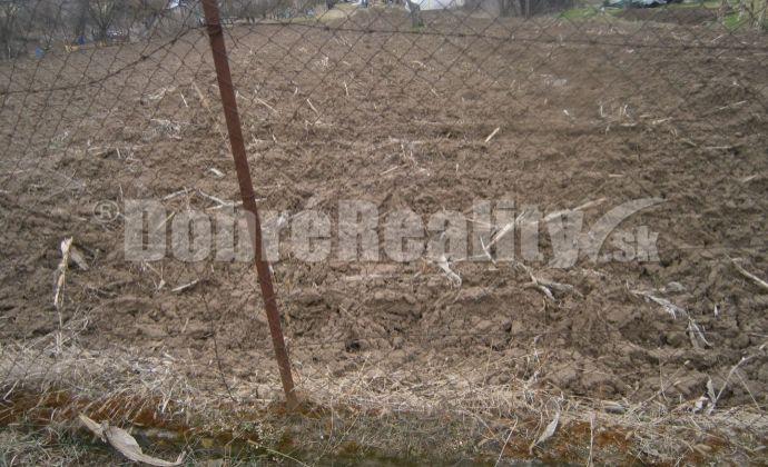 Stavebný pozemok v obci Jasová na predaj !