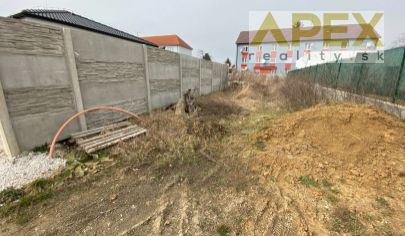 Exkluzívne APEX reality stavebný pozemok v uzavretej komunite na Bernolákovej ul., 731 m2