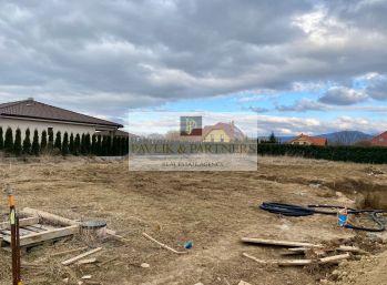 Predaj krásny rovinatý stavebný pozemok, Kynek, 950m2