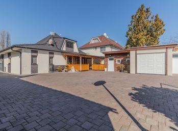 Predaj 4 izb. jednopodlažného RD so zastavaným podkrovím na 8á pozemku, garáž, Lehnice
