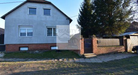 5 - izbový rodinný dom obytná plocha 192 m2, pozemok 756 m2 , pivnica  92 m2 - Bezenye