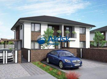 3-izbový byt v štvorbytovke s vlastným parkovacím miestom a terasou vo Veľkých Úľanoch