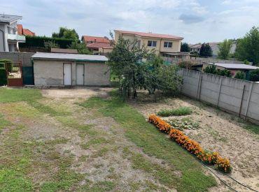 REZERVOVANÉ: Priestranný 3.izbový byt v Chorvátskom Grobe so záhradou a 3.pivnicami