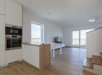 Predaj modernej dvojpodlažnej 3 izb. novostavby rodinného domu, s vlastnou záhradkou a parkovacím miestom a novou murovanou garážou, Šamorín