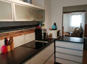 Predaj 3 izb. bytu po staršej čiastočnej rekonštrukcii v trojposchodovom bytovom dome, Dunajská ulica