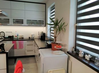 Predaj moderne zariadenej 3 izb. novostavby RD na 6,89 á pozemku v obci Kyselica