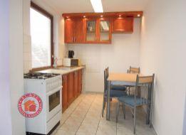 Zariadený 4 izbový BYT V RODINNOM DOME V SENCI v blízkosti centra a Slnečných jazier