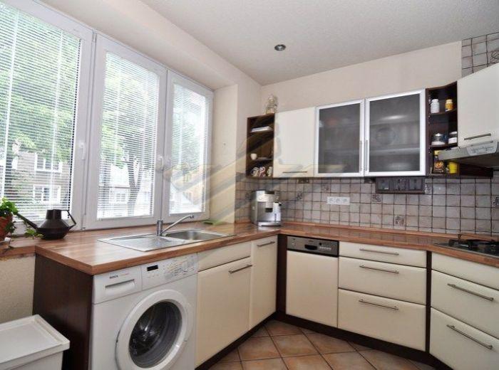 PREDANÉ - SIBÍRSKA, 3-i byt, 78 m2 - precízne komplet zrekonštruovaný TEHLOVÝ byt s PODLAHOVÝM KÚRENÍM, 2 x WC, vaňa, sprchový kút