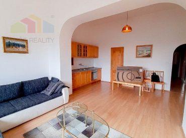 Na prenájom krásny 2-izbový byt v RD, 60 m², Červeňovej ul., BA – Staré Mesto, Palisády