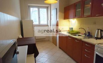 1 izbový zariadený byt - blízko centra - Družstevná ul./For rent  a cosy 1 room completely renovated apartment on Družstevná street