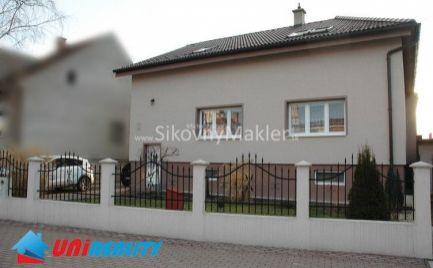 BÁNOVCE NAD BEBRAVOU / Dvojgeneračný rodinný dom / pozemok 963 m2