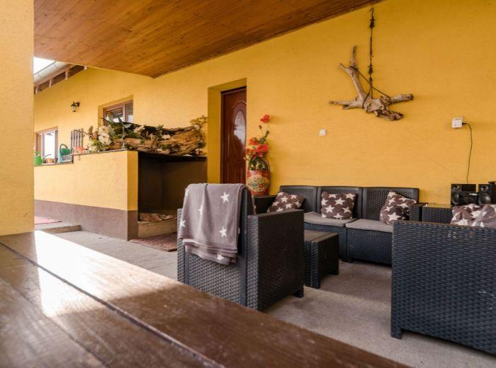 VIŠTUK, 5-i dom, 236 m2 - POZEMOK 665 m2, krytá terasa, VEĽKÁ ZÁHRADA A BAZÉN, vinárska oblasť