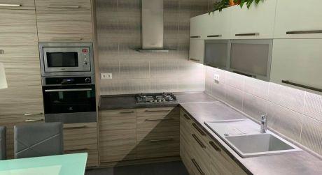 PREDAJ - Kompletne prerobený 3 izbový prízemnií byt na VII. sídlisku v Komárne