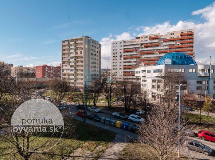 REZERVOVANÉ - MARTINČEKOVA, 3-i byt, 73 m2 – rekonštrukcia PODĽA PREDSTÁV, 2x loggia, PÔVODNÉ PARKETY