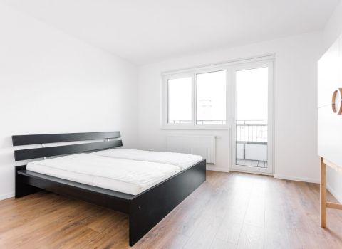 PREDANÝ- Na predaj svetlý 3 izbový byt v projekte STEIN2 na najvyššom podlaží s 2 loggiami a výhľadom na Slavín a Kolibu