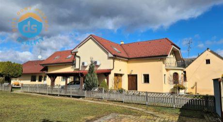 Na predaj veľký rodinný dom 8+2, garáž, 828 m2, Horná Streda