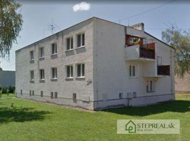 Tehlový obytný dom - poschodie 2/2 – čiastočná rekonštrukcia 94 m2 + plechová Garáž