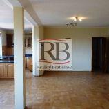5 izbový byt s terasou a pekným výhľadom v Starom Meste na predaj