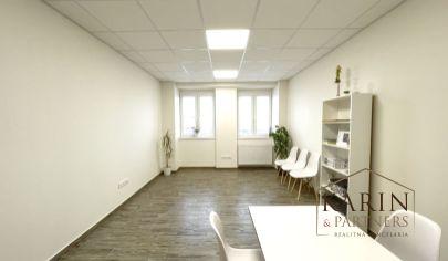 PRENAJATÁ! Nádherná kancelária v modernom objekte v centre, Holíč