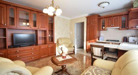 2 - izbový byt  48 m2 v centre obce s garážou a záhradkou  -  Rajka