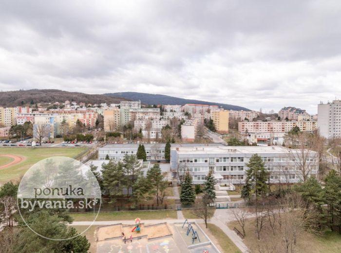 REZERVOVANÉ - OŽVOLDÍKOVA,3-i byt, 73 m2 – BEZPROBLÉMOVÉ parkovanie, rekonštrukcia podľa VLASTNÝCH PREDSTÁV, zeleň