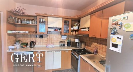 REZERVOVANÉ - Priestranný 3-izbový byt na predaj , Liptovský Mikuláš- Podbreziny