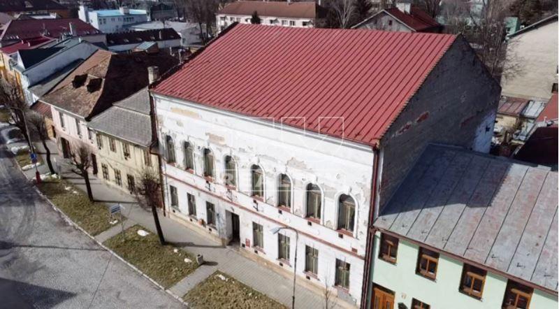 Na predaj budova v centre Kežmarku, 902m2.
