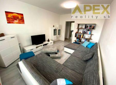 Exkluzívne APEX reality 3i byt s balkónom po rekonštrukcii, zariadený, Sihotská ul., 74 m2, šatník, špajza