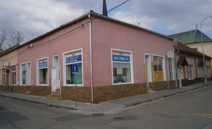 POZOR: Zrekonštruované obchodné priestory v centre N. Zámkov na predaj !