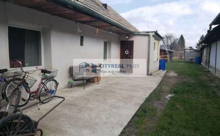 Ponúkame na predaj starší rodinný dvojdom v obci Tvrdošovce