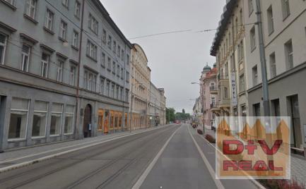 Reštauračný, obchodný alebo prevádzkový priestor, Štúrova ulica, Bratislava I, Staré Mesto, výklady do ulice, nezariadený, na prenájom
