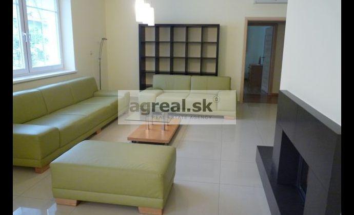 4-izbový byt v novšom komplexe, Anenská ulica, 2 parkingy, klimatizácia
