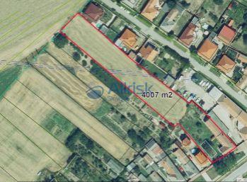 Ponúkame na predaj veľký pozemok v obci Diakovce.