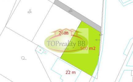 Stavebný pozemok so sieťami o rozlohe  500 m2,  B. Bystrica – širšie centrum - možnosť výstavby RD – cena  103 000€