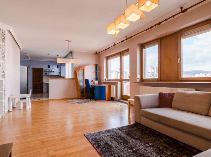 ZÁHRADNÍCKA, 2-i byt, 118 m2 - CENTRUM mesta na skok, NIVY, výhľad, GARÁŽ, tehla