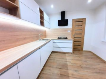 Na Predaj 3 izbový novo-zrekonštruovaný byt s loggiou a priestrannou kúpeľňou