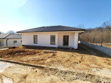 Predaj 4 izbová novostavba, Štitáre - pod lesom, 591m2 pozemok