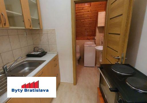 Bez provízie !!! RK Byty Bratislava ponúka na prenájom apartmán Dunajská, Bratislava I