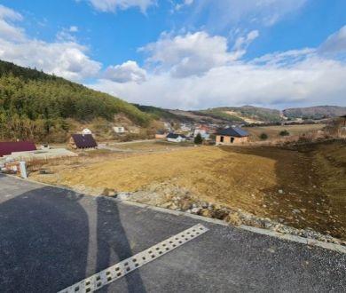 Ponúkame na predaj stavebný pozemok v Hornom Moštenci.