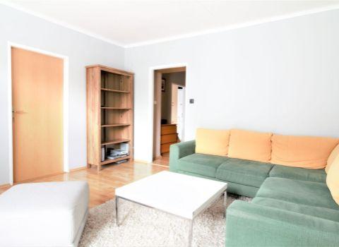PRENAJATÝ veľký 2 izbový byt na Tehelnom poli s vlastným parkovaním