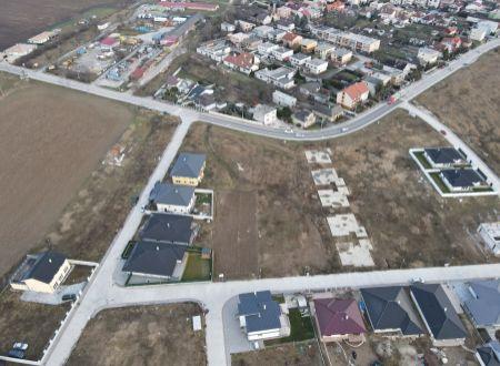 Stavebný pozemok (315 m2) Banka pri Piešťanoch