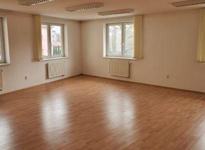 Na prenájom obchodné, kancelárske priestory  i salóny v Nemšovej