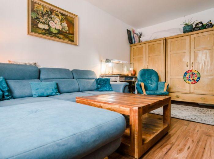 KPT. J. RAŠU,2-i byt, 53 m2 – BEZPROBLÉMOVÉ parkovanie, ZELEŇ, POKOJ, investícia aj vlastné bývanie
