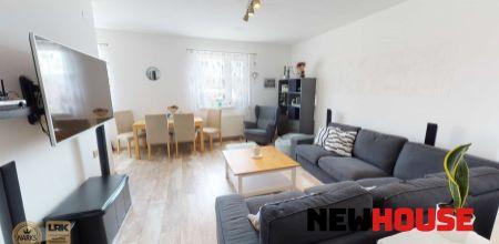 Ponúkame Vám na predaj kompletne zariadený 3 izbový byt s moderným nábytkom o rozlohe 80m2, parkovacie státie 2x na LV, záhrada 116 m2 v osobnom vlastníctve v obci Melčice-Lieskové