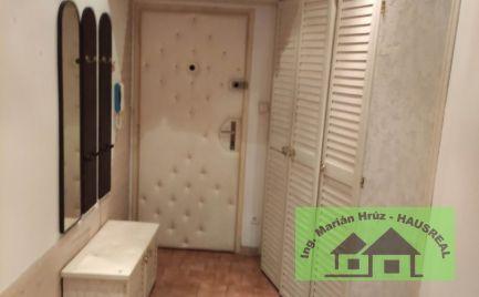 Predám veľký 3 izbový byt s balkónom a pivnicou  Leviciach